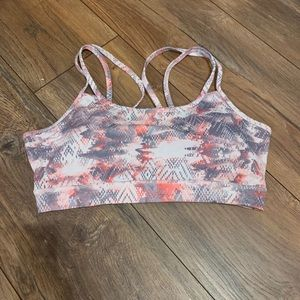 Sports bra with cross cross straps